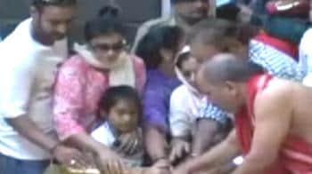 Video : Ajay, Kajol seek divine intervention