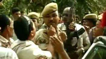 Video : Assam villagers take up arms against militants