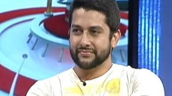 Video : Aftab on his new watch phone