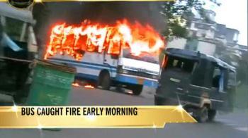 Video : Mumbai school bus catches fire