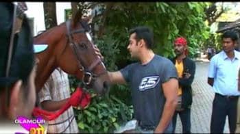 Video : Salman turns jockey