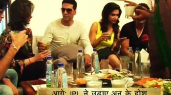 Videos : Housefull cast's day out with fans