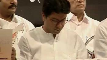 Video : Raj Thackeray's men attack Airtel showrooms