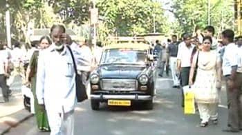 Video : Mumbai's taximen versus Marathi card