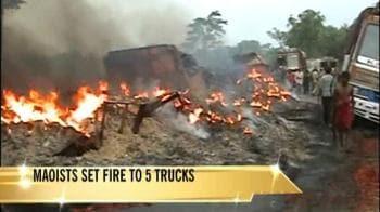 Video : Naxals set trucks on fire in Jharkhand