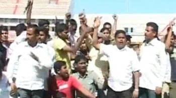 Video : Telangana activists disrupt cricket match