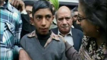 Video : Pak 'runaway' teen reunites with family