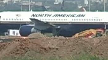 Video : US plane gets clearance, but won't take off today