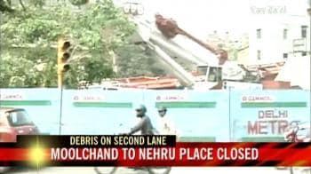 Video : Metro mishap: Clearing debris