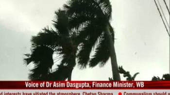 Video : Cyclone Aila claims 19 lives in W Bengal
