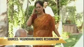 Video : Vasundhara meets Advani, hands over her resignation