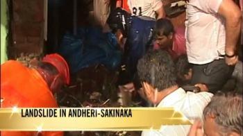 Video : Mumbai: Landslide kills 5, trains late