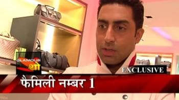 Video : Abhishek poses with sis Shweta
