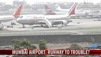 Video Mumbai Airport Runway To Trouble