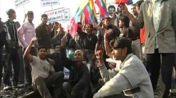 Video : Pro Vidarbha activists halt train