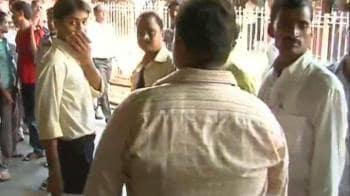 Video : Chaos in Mumbai as local trains run late