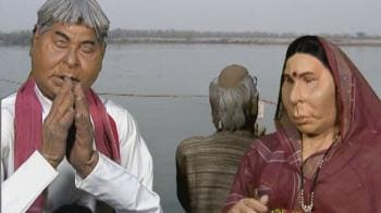 Videos : Lalu, Rabri perform Chhath Puja