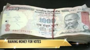 Video : Raining money for votes