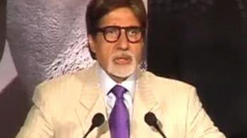 Video : Big B gets diplomatic on SRK-Sena controversy