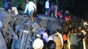 Video : 12 injured in train accident in Mumbai