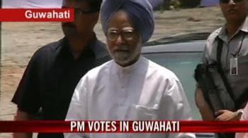 Video : PM casts vote in Assam