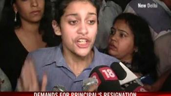 Video : Angry parents outside Delhi school