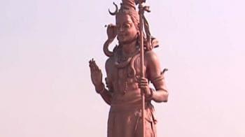 Video : Delhi Airport: Giant Shiva, Buddha worry pilots