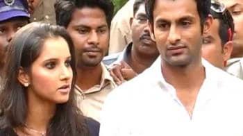 Video : Shoaib Malik divorces Ayesha