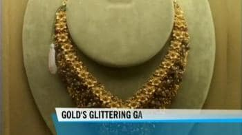 Video : Gold surges to new all-time high as dollar weakens