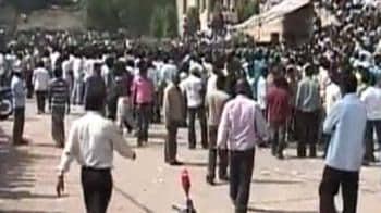Video : Telangana bandh: 165 trains, 5,200 buses cancelled