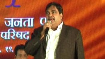 Video : Gadkari surprises conclave with Bollywood song
