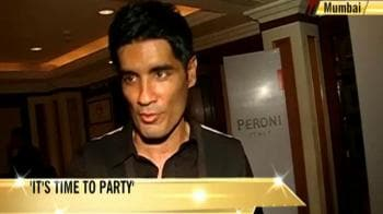 Video : Manish lives it up with B-town buddies