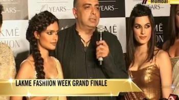 Video : Tarun Tahiliani's spectacular grand finale