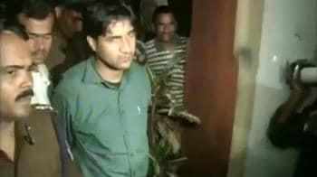 Video : Naxals release Govt official