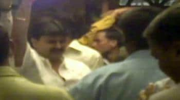 Video : Cops dance to don's tunes?