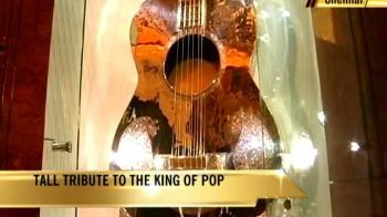 Video : A tall tribute to the King of Pop