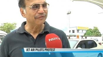 Video : Jet pilots protest, cry foul play