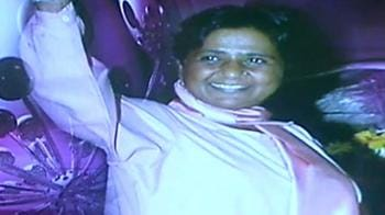 Videos : No jhappis for Mayawati, only glamour