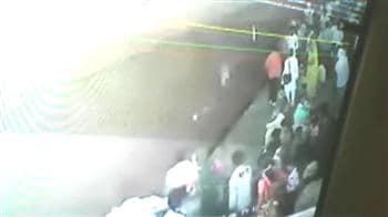 Video : Train runs onto platform, kills four